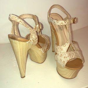 Shoe Dazzle Izzy Wood and Lace Platform Heel